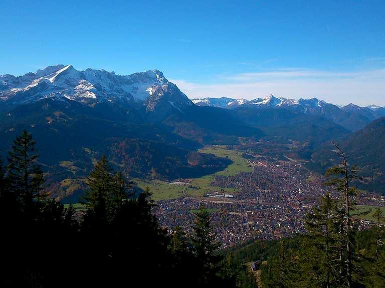 Wank Gipfel - Blick auf Garmisch Runde von Partenkirchen