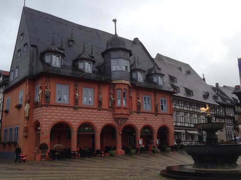 goslar historische altstadt markt mit rathaus harz sachsen anhalt wandertipps fotos. Black Bedroom Furniture Sets. Home Design Ideas