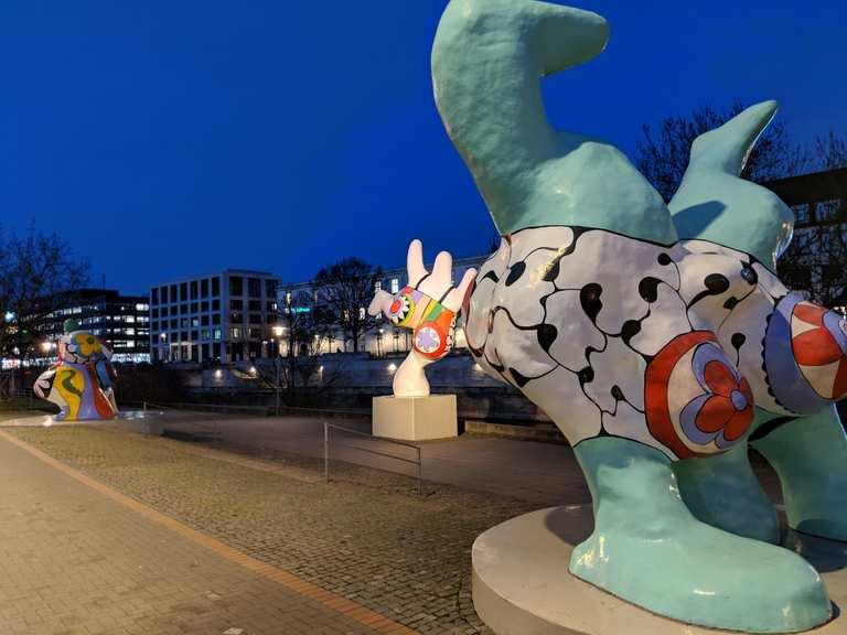 Nana-Figuren von Niki de Saint Phalle - Niedersachsen