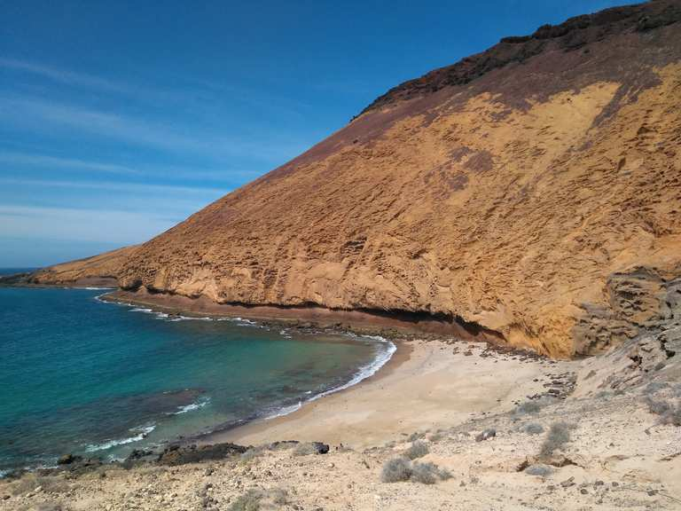 Strand Am Montana Amarilla Playa De Las Conchas Loop From Caleta Del Sebo Hike Komoot