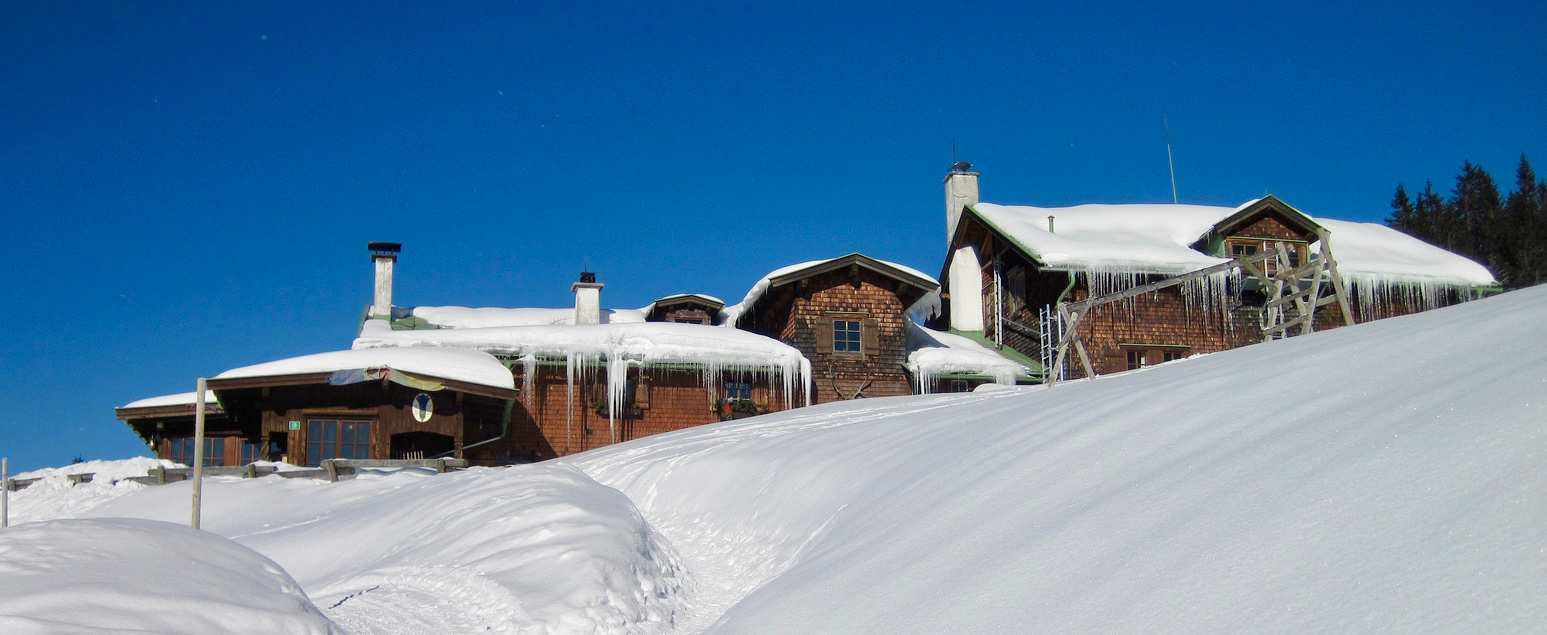 Winterlicher Hüttenzauber in den Alpen