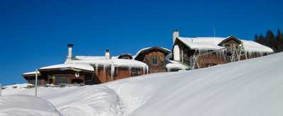Mountain lodges for the cold season in the Alps