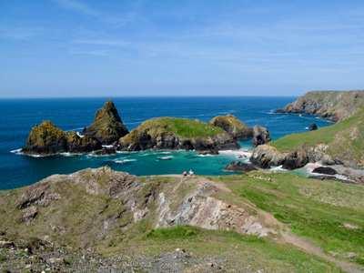 Die Küste Cornwalls - Raue Klippen, wilder Ozean, charmantes Fischerleben