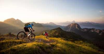 Mountainbiken auf der sonnigen Südseite der Alpen in Kärnten