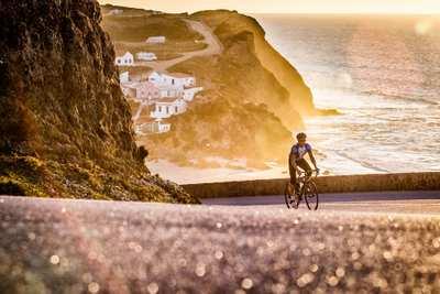 Sonne, Steilküsten und endlose Straßen in der Algarve